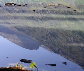 Отражение в Среднем Мультинском озере.