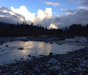 Живописная река неподалеку от нашего приюта