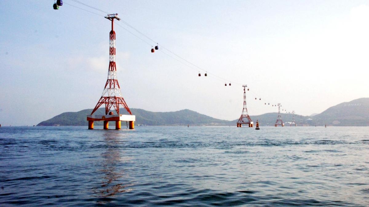 Самый длинный в мире фуникулер над морем!