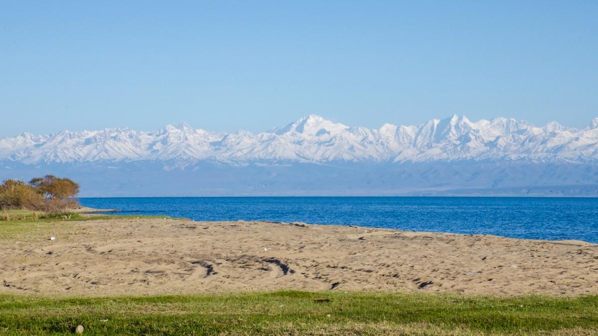 Озеро Иссык-Куль. Фото: Анатолий Жидков