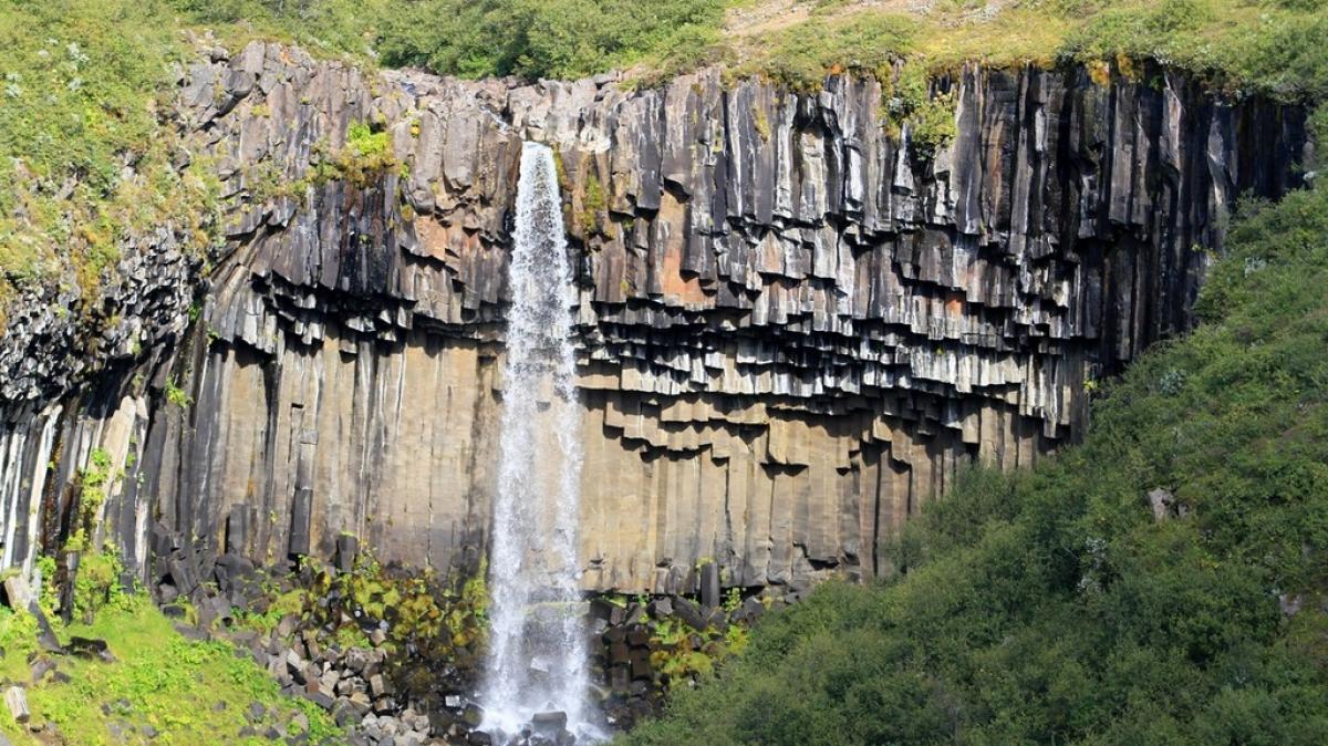 Водопад Свартифосс в парке Скафтафедль