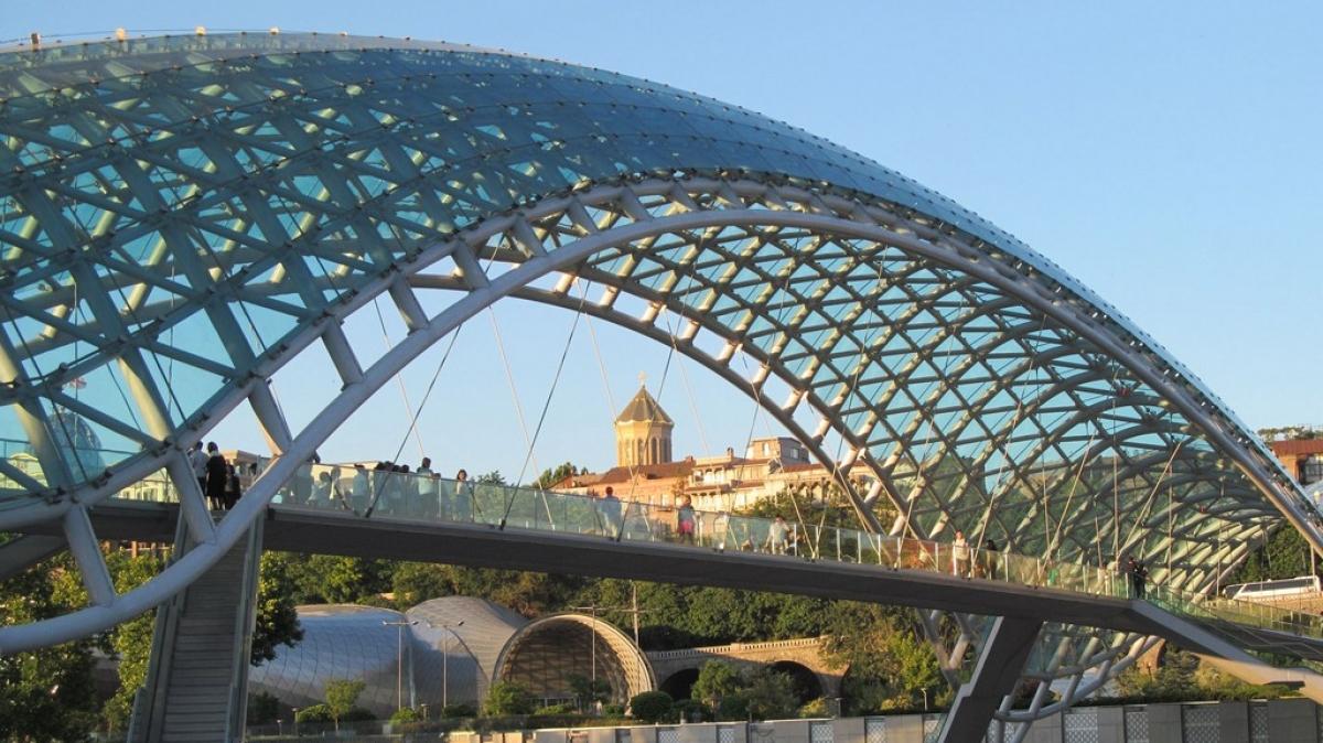 Мост Мира. Фото нашего гида Ирины Пряничниковой.