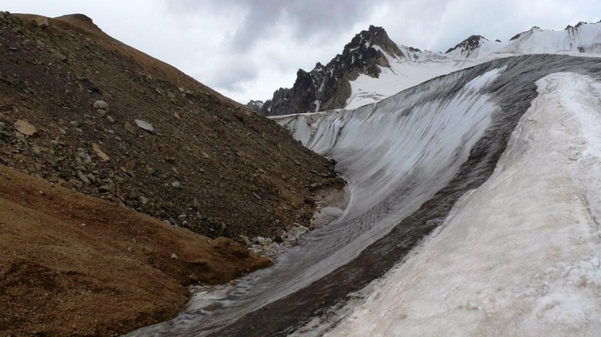 Грань между льдом и камнем