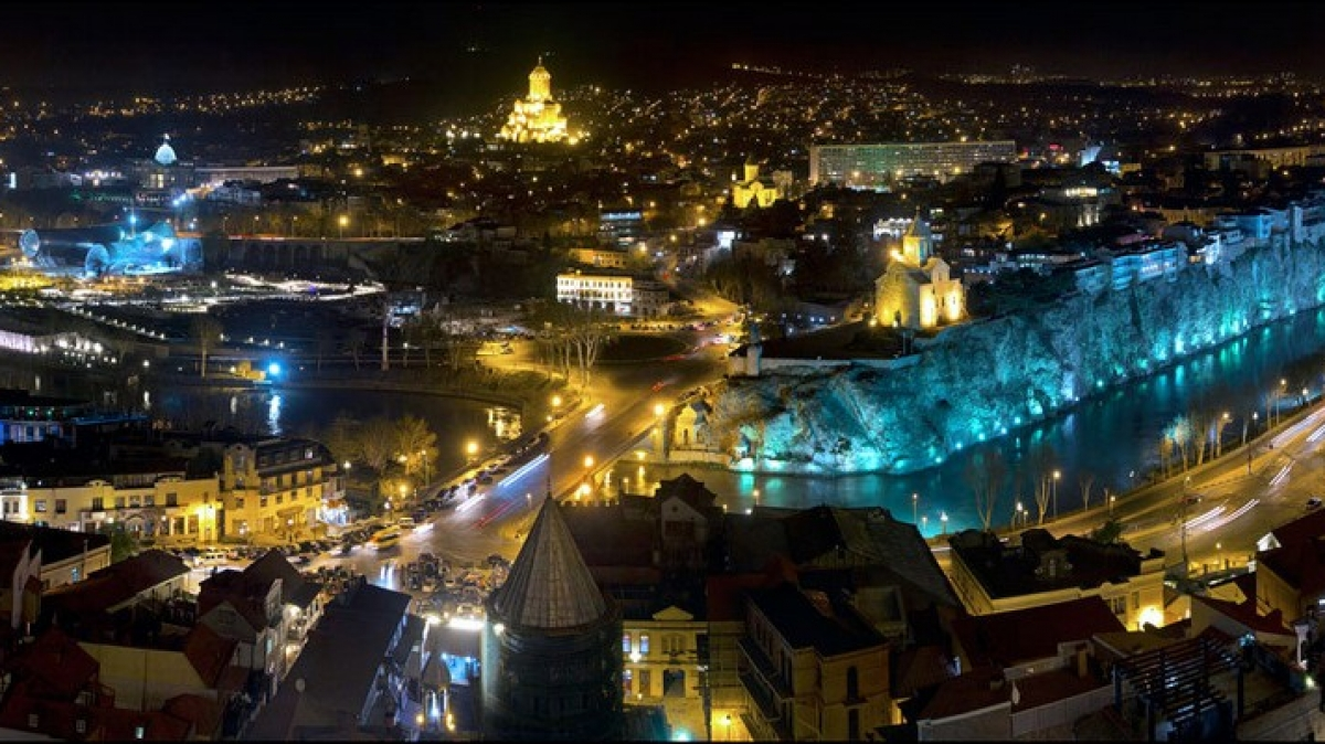 Ночная панорама с крепости Нарикала