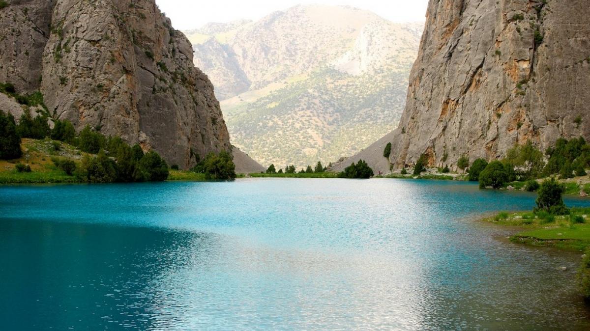 Озера цвета лазури...
