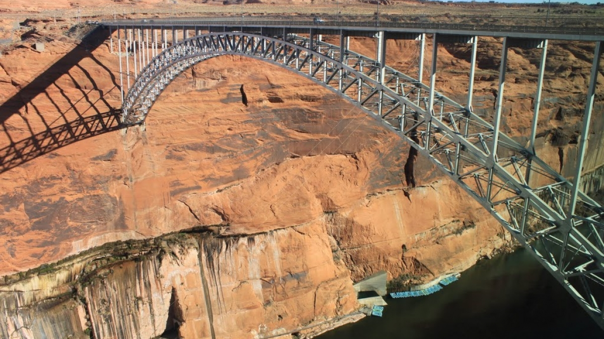 Мост через плотину