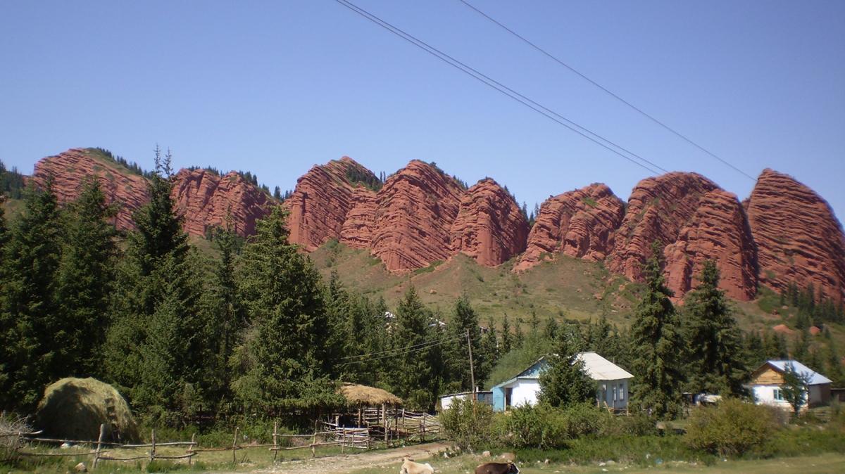 Красные скалы Джеты-Огуз. Фото: Анатолий Жидков