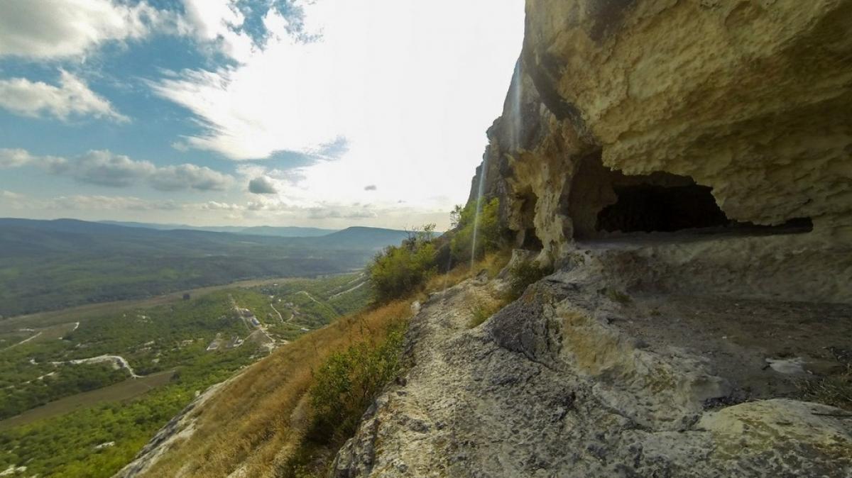 Вид из комнат- пещер