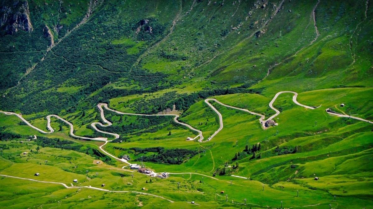 Дорога в горы. Автор: RitaE. Источник: pixabay.com