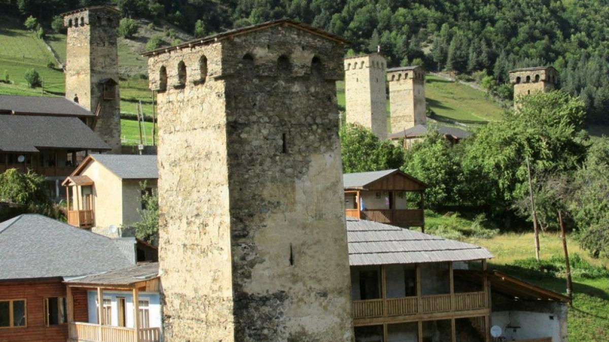 Древние башни Местии. Фото нашего гида Ирины Пряничниковой.
