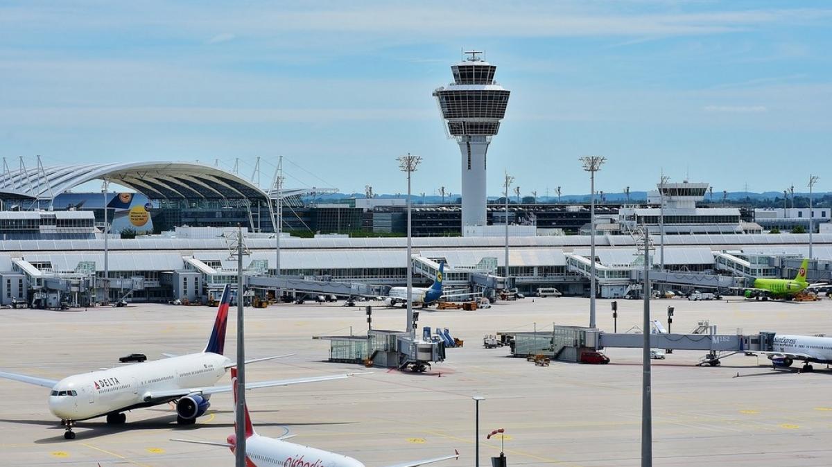 Встреча в аэропорту в Мюнхене. Автор: RitaE. Источник: pixabay.com