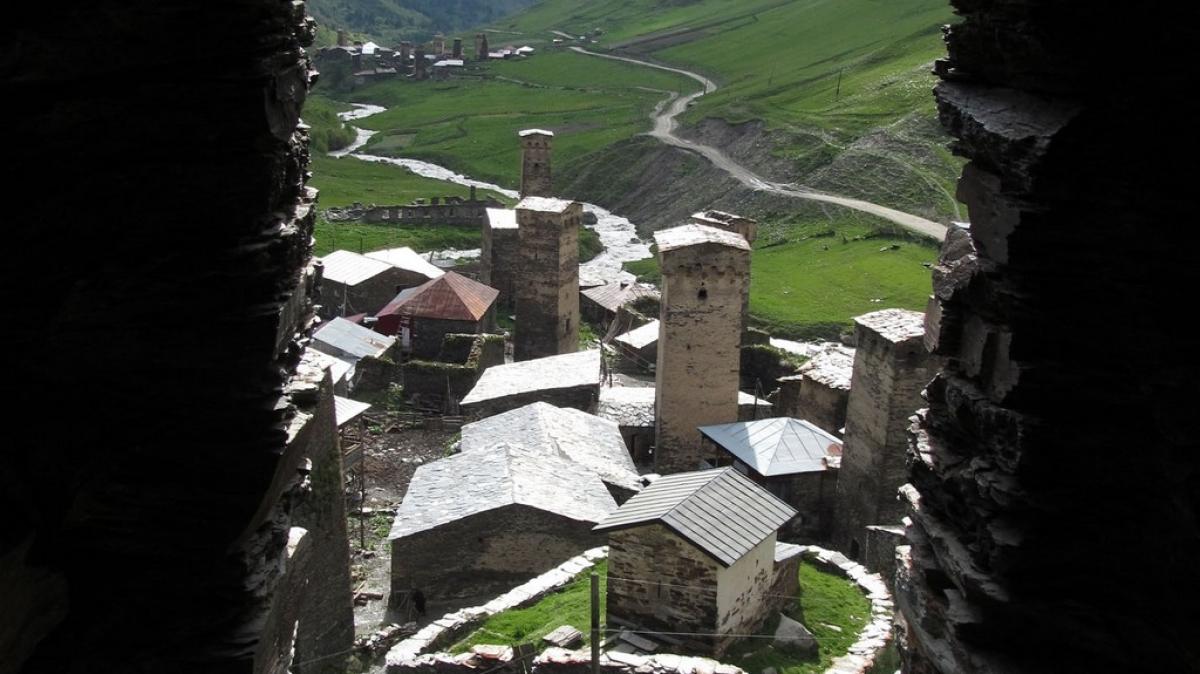 Вид из окна башни царицы Тамары