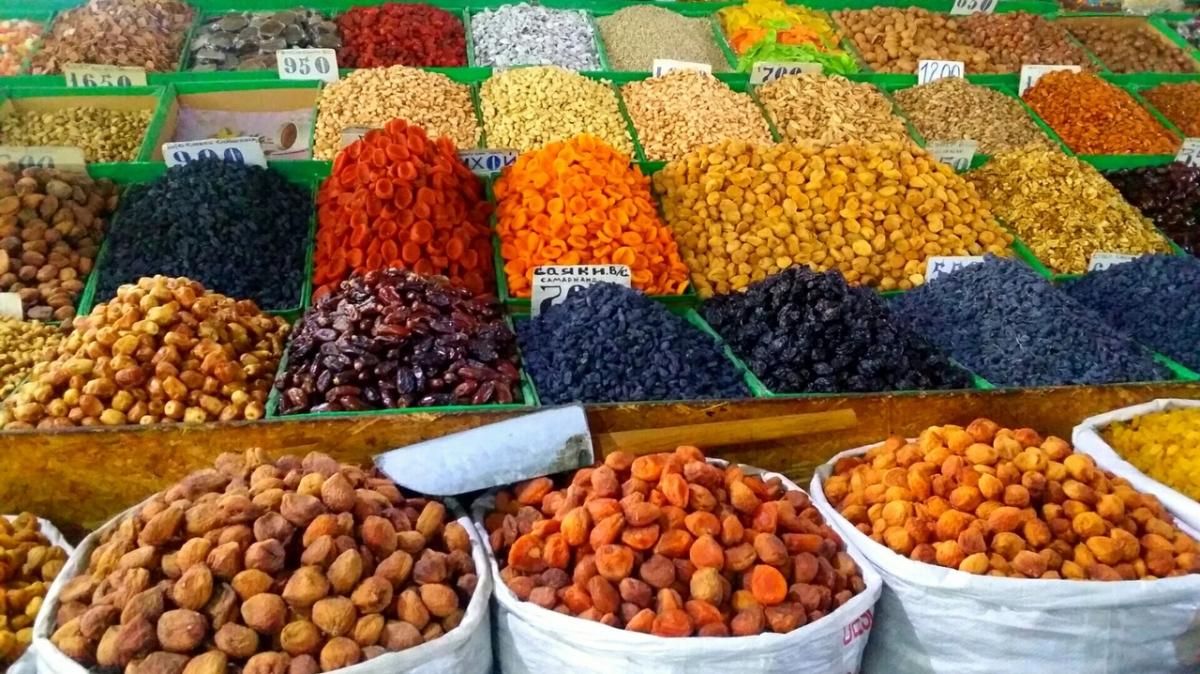 Яркие краски рынка. Бишкек. Фото: Ирина Елизарова