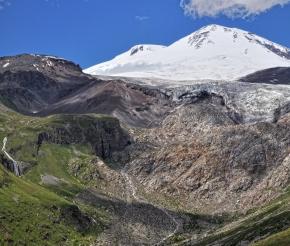 Вид на Эльбрус из ущелья Терскол