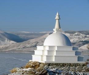 Буддийская ступа на о. Огой