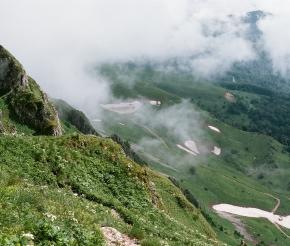Спуск с перевала Майкопский