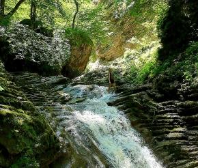 Водопад каскадный