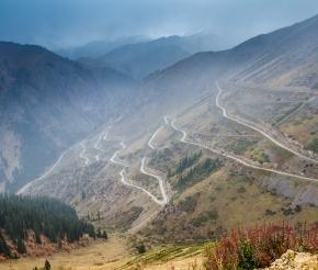 Дорога к озеру Сонкуль. Река Кокомерен. Фото: Анатолий Жидков