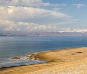Озеро Сонкуль. Река Кокомерен. Фото: Анатолий Жидков