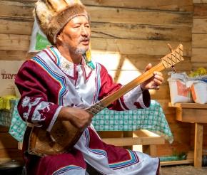Слушаем сказителя-кайчи, фото нашего странника Дмитрия Кочерыгина
