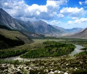 Чуй-Оозы . Место слияния рек Чуи и Катуни