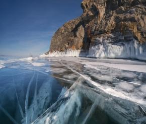 Ледяной наряд Байкала