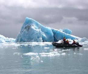 Прогулка на скоростной лодке по ледниковой лагуне Йокулсарлон