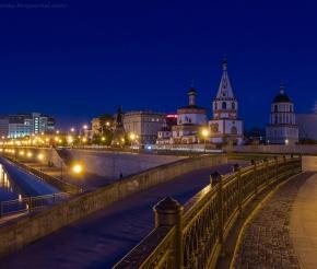 На Иркутск спустился вечер