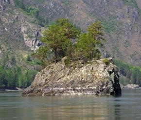 скальный остров