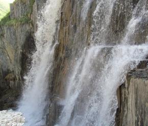Водопад в долине Халде