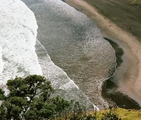 Черный вулканический песок