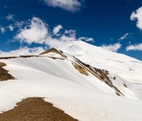 Вид с перевала ИриЧАт на Эльбрус, фото Дениса Агапова