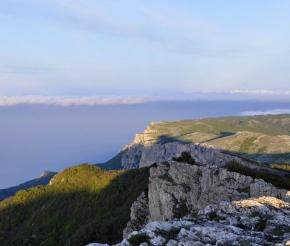 Обрывы главной гряды Крымских гор, фото: Виктория Васильченко