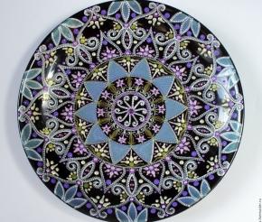 Традиционный орнамент, подарочная тарелка была найдена у местных торговцев