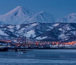 Вечер спускается на Петропавловск-Камчатский