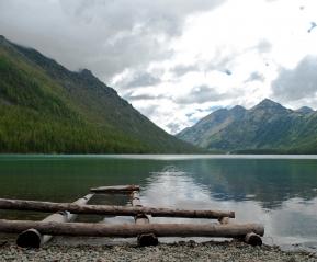Тишина и умиротворение. Озера Алтая прекрасны.