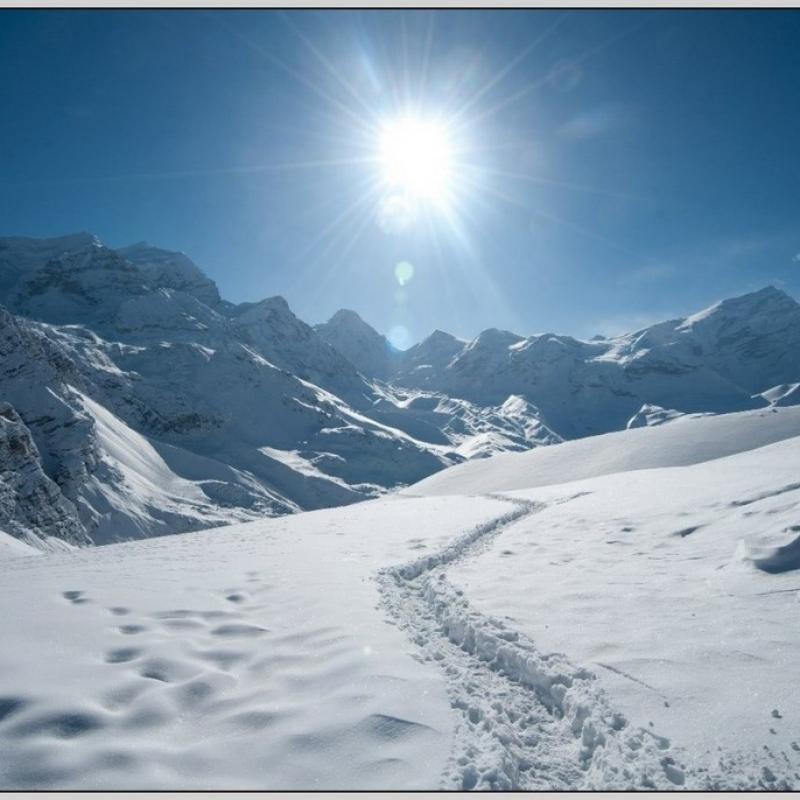 Перевал в марте был снежный, но пейзажи от этого стали лишь сказочней!