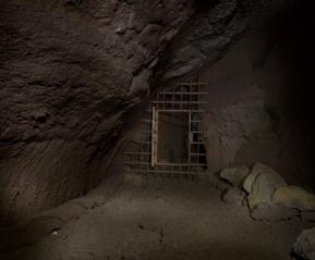 Вход в лавовую пещеру