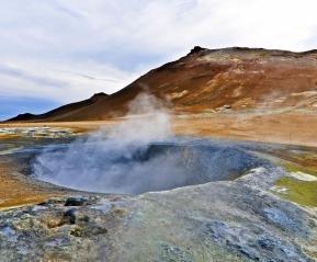 Долина бурлящих серных источников Квераренд