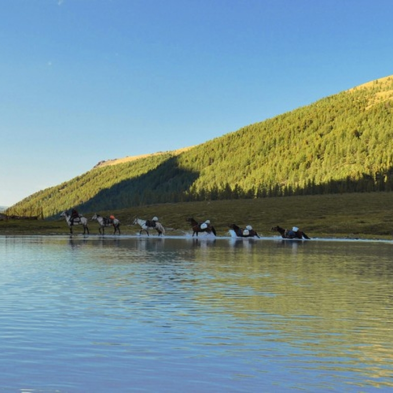 Лодаши идущие в брод озеро Ак-Кем