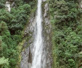 Один из многочисленных водопадов.