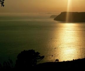 Закатные часы на пляже Инжир