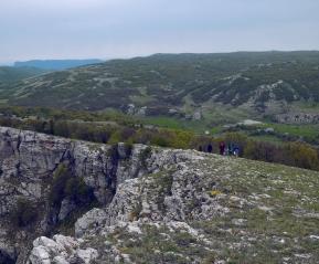 Спуск с вершины к тур стоянке Беш-Текне
