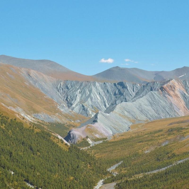 Вид на долину Ярлу, скала Мать Мира